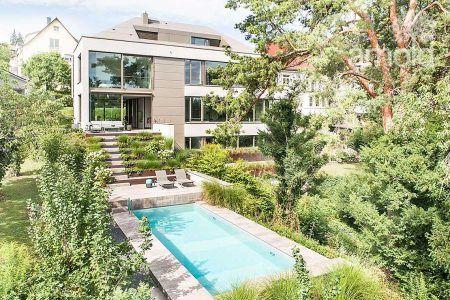 Herrlicher Poolgarten mit tollem Blick auf den Stuttgarter Talkessel