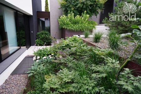Moderne Gestaltung einer Gartenanlage